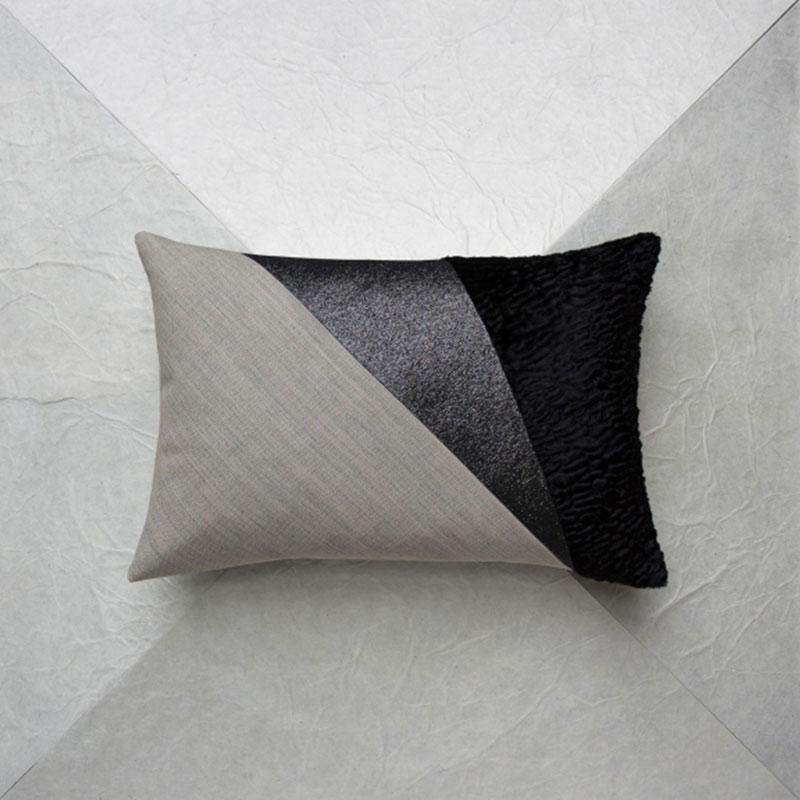coussin gris clair noir maison popineau